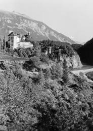 Das Schloss Rhäzüns, um 1941. (Foto Furter/Fotostiftung Graubünden)